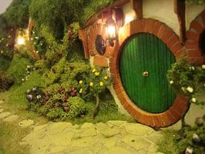 Hobbit hole: Hobbit hole outside