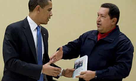 Hugo Chávez presents Barack Obama with a book