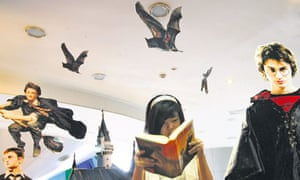 Chinese fans flock to bookstores for Harry Potter In Nanjing
