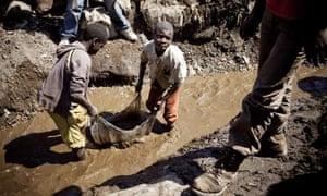 Children wash copper in Congo