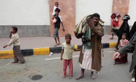 Yemeni families flee Sanaa