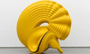 Outspan (2008) by Tony Cragg (it resembles a large, yellow snail)
