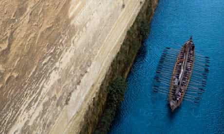 Replica of Argo ship sails into Corinth canal