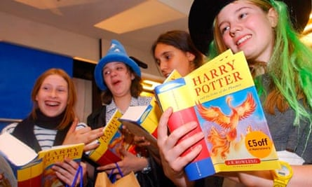 Girls reading Harry Potter and the Order of the Phoenix