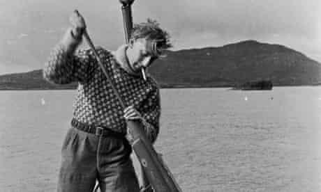 Gavin Maxwell loads his harpoon gun.