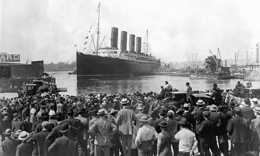 Cunard liner Lusitania departing New York 2015
