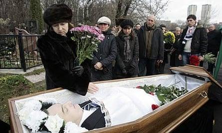 Sergei Magnitsky's widow, Natalia Zharikova, grieves over her husband's coffin