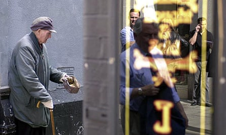 A man begs for outside a Dublin jewellery shop