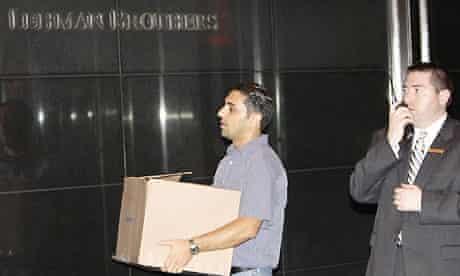 Lehman Brothers employees remove their belongings