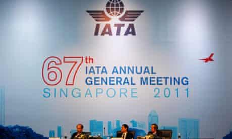 Giovanni Bisignani, Goh Choon Phong, Tom Windmuller at IATA airline conference June 2011
