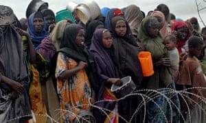 Food queue in Mogadishu suburb