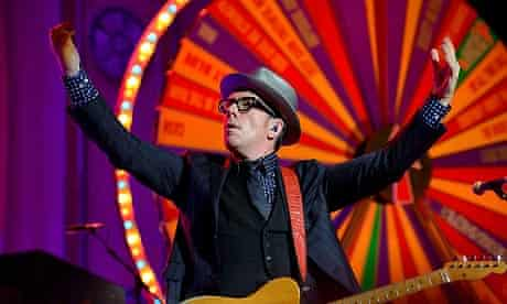 Elvis Costello - agit8 G8 protest