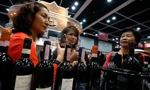 Chinese visitors taste European wines at an international trade fair