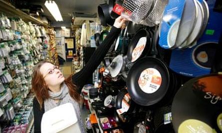 student buying sieve