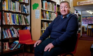 Peter Jones, the retired deputy head of Cefn Saeson school, has won the lifetime achievement award