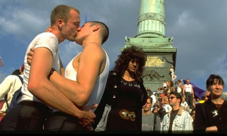 More men are openly kissing in public