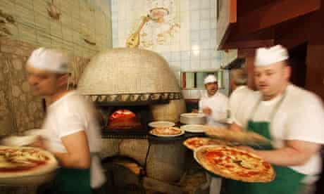 Tasting the benefits of Italian pizza