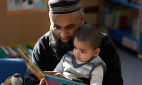 The whole community, not just parents, should support children's literacy, says the Reading Agency
