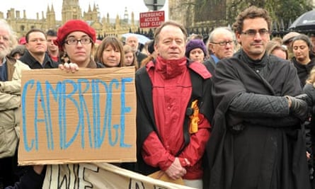 Cambridge dons protest against death of education