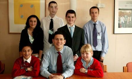 2001 winners Sarah Noyce, James Marshall, Chris Kearns, Adam Lee, Oliver Yazdi, Victoria Gallagher