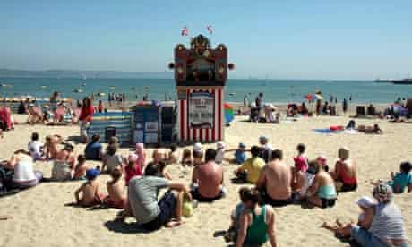 Children watch a Punch and Judy show at Weymouth
