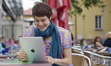 Girl student using ipad at cafe