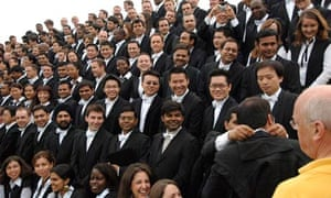 A line up of an MBA class at Said Business School Oxford for class photo