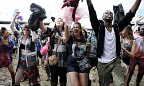 Glastonbury 2014 happy crowd