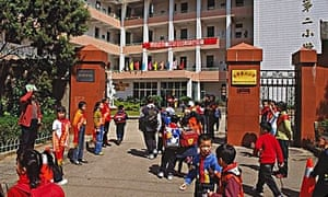 Children enter gate of Dong Hua primary school