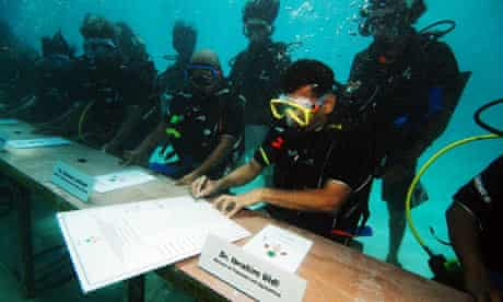 Climate change COP15 Maldives underwater cabinet meeting