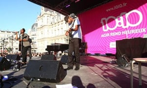 Concert organised by 10:10 France in front of the Hotel de Ville of Paris to that have signed up