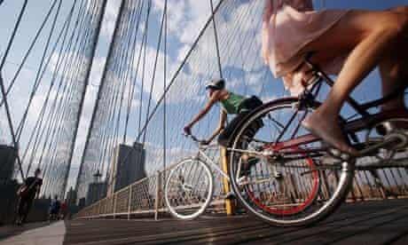 Bike blog : NYC bike culture : Cyclists ride across the Brooklyn Bridge New York City