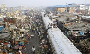 MDG: African cities population : Train going through Lagos