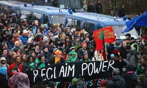 COP15 : Protestors attempt to break through police  UN Climate Change Summit Enters Final Week