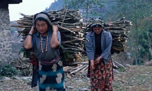 MDG : Energy Access:  women carrying wood fuel in Nepal