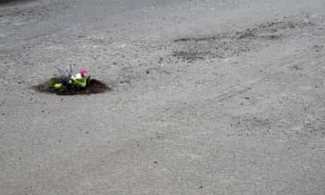 bike blog : Oxford potholes filled with primroses by Peter Dungey