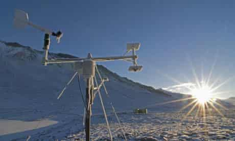 hacked climate science emails : A remote weather station on the edge of Lake Vanda