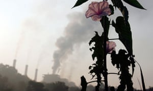 Pollution in India's greenhouse gas emissions: thermal power plant on the outskirts of Nagpur, India