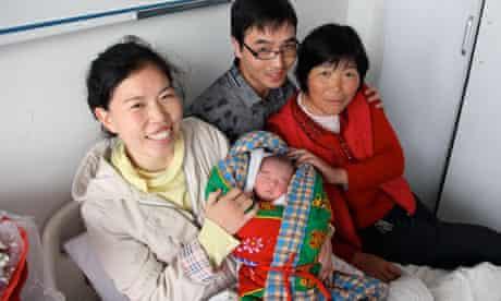 China one child policy : Li Tianhao gave birth to a baby boy , Henan province , China