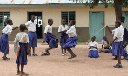 Population in Africa: Tanzania : school girls banned after pregnancy