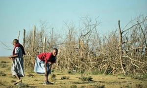 MDG : Girls in rural Kenya