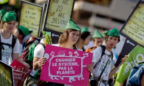 MDG : Robin Hood tax protester at G20 in Cannes