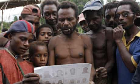 MDG : Tribal people and development : Members of the primitive Andai tribe, Papua New Guinea