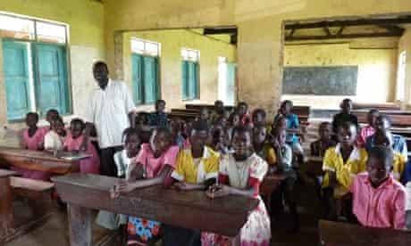 MDG : Uganda : School girls play at Nyahaira Primary School  to make way for an oil refinery