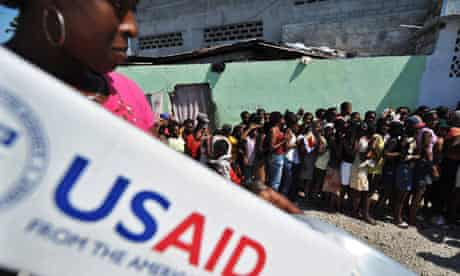 MDG : USAID :People queue to receive items at a USaid distribution point in Port-au-Prince