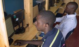MDG: Machaworks : the LAN center at Macha, Zambia