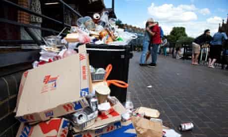 Junk food waste : Mcdonald's is the worst UK - London - Litter overflows a bin at Camden Lock
