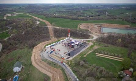 Shale Gas : Patterson-UTI Energy Inc. horizontal drilling rig