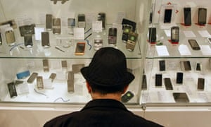 Leo Blog : green mobile phones , a customer browses mobile handsets in a shop