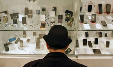 Leo Blog : green mobile phones , a customer browses mobile handsets in a shop